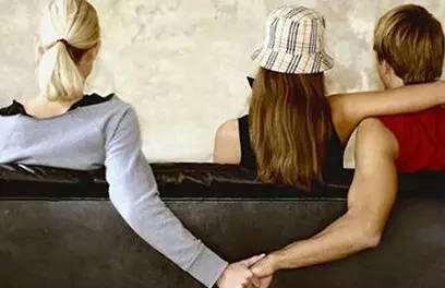 女人出轨不离婚主动配合老公做爱_老公出轨了_梦见老公出轨同时老公也梦见出轨