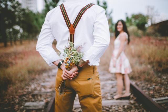 出轨结婚_结婚一年老婆出轨_出轨男人和小三结婚