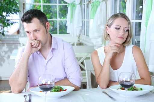 女人出轨后老公不理她为了小孩不离婚但是还有话聊_老公不行 妻子有多少出轨的_老公我出轨了